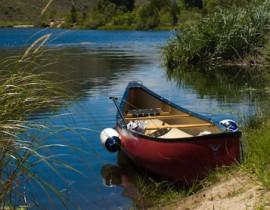 Boontjies Rivier dam met canoe